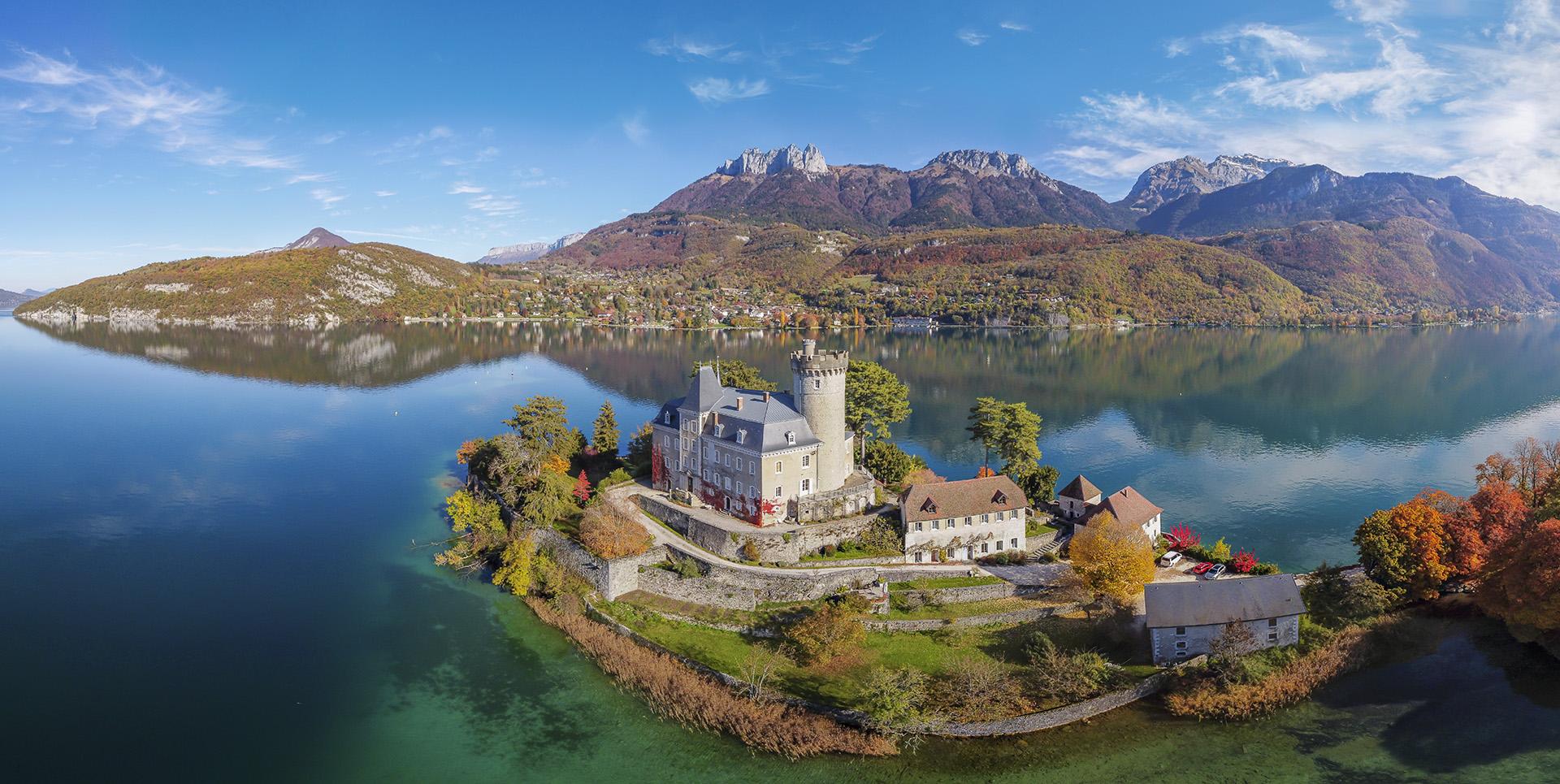 Drone 360 : Château de Duingt à l'automne